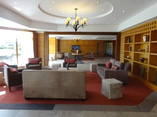 Rochester Hotel Calafate: Area de espera