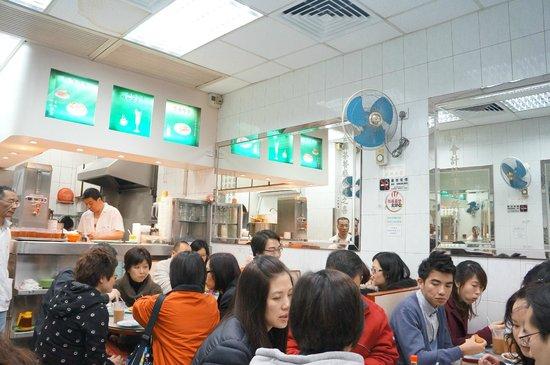 Kam Fung Cafe: Interior