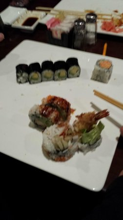 TOKO Japanese Steakhouse & Sushi Bar: Avocado wraps and something with shrimp