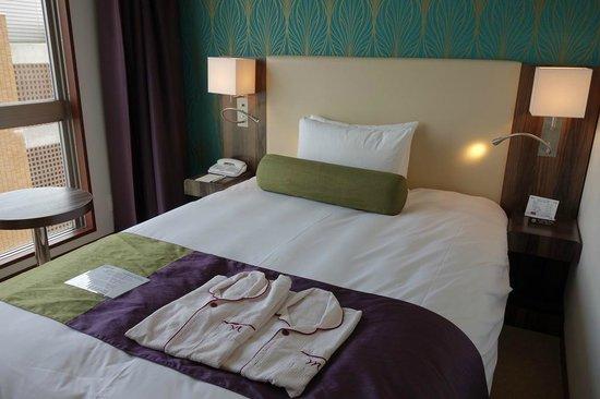 Mercure Okinawa Naha: Double Bed