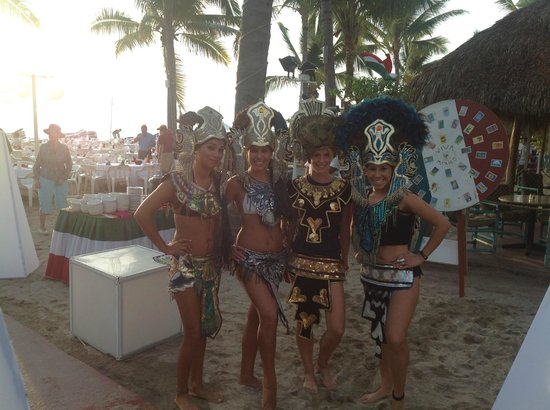 Friendly Vallarta Resort: My girls.