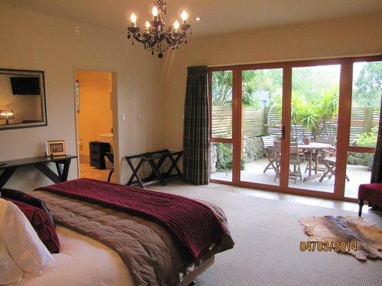 Glendeer Lodge: Spacious Courtyard Room