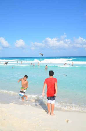 Crown Paradise Club Cancun: shallow water