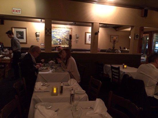 Carmelo's Ristorante Italiano: Dining area.