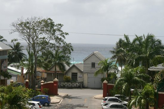 Courtyard by Marriott Bridgetown, Barbados: That house in the view is for sale - the other side on the beach is outstanding!