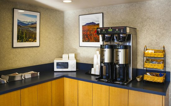 GuestHouse Inn & Suites Anchorage: Coffee