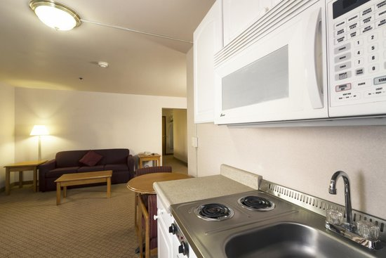 GuestHouse Inn & Suites Anchorage: kitchenette w/ Two Double Beds