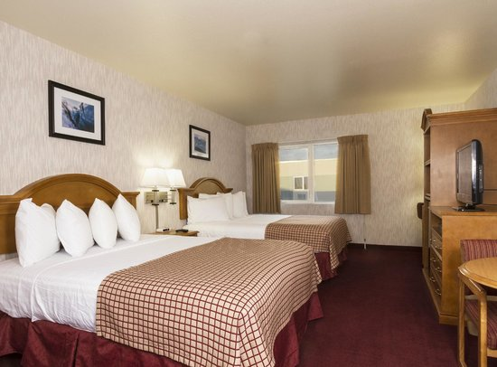 GuestHouse Inn & Suites Anchorage: Executive Room with Two Double Beds