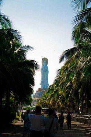 Nanshan Cultural Tourist Area : статуя богини Гуань Инь