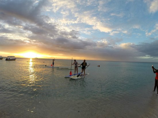 Mayan Princess Beach & Dive Resort: paddleboarding at sunset