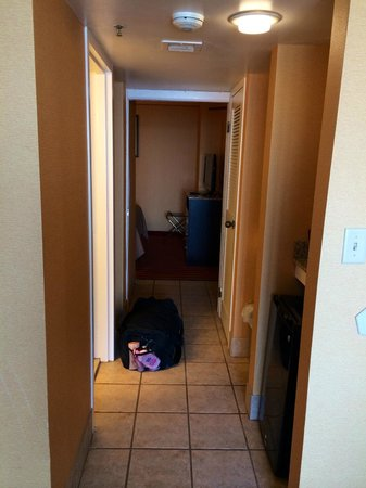 Comfort Inn & Suites Oceanfront : Hallway connecting Room/Living Room