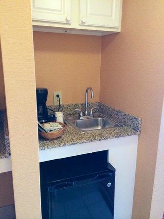Comfort Inn & Suites Oceanfront : In the hallway, sink/fridge/microwave to the left