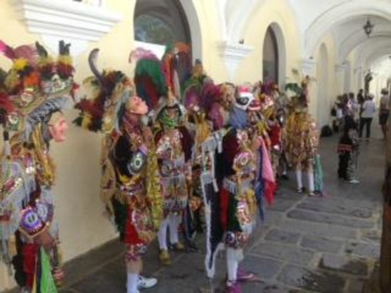 Palacio de los Capitanes Generales : Colorful costumes at el Palacio