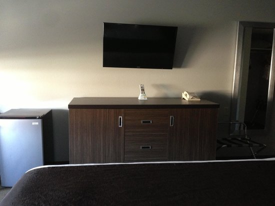 Best Western Inn At The Meadows: Flat screen Samsung TV, fridge, updated furniture