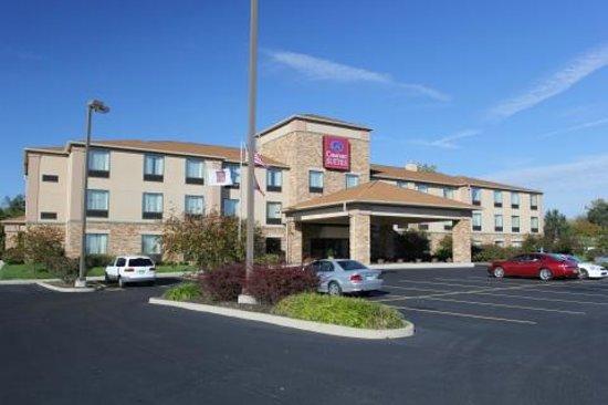 Comfort Suites Dayton: Exterior of hotel.