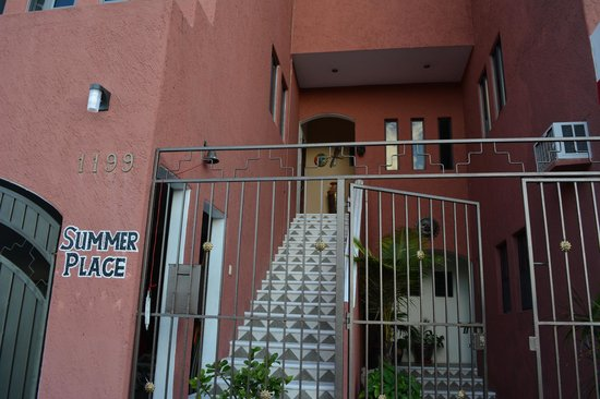 Summer Place Inn: Entrance