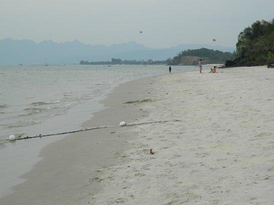 Holiday Villa Beach Resort & Spa Langkawi: beach again