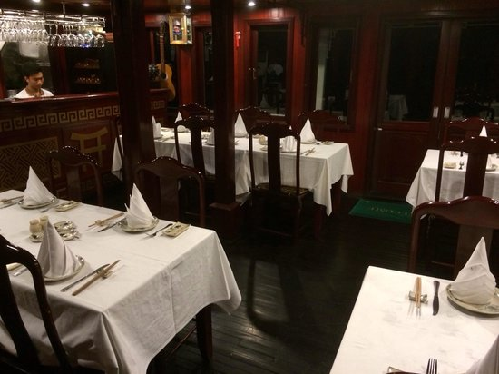 Indochina Junk: Dining room on Dragon Pearl 3.