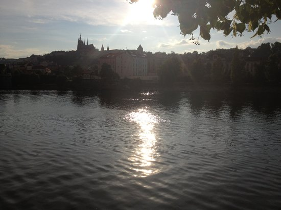 Rudolfinum: Across the river