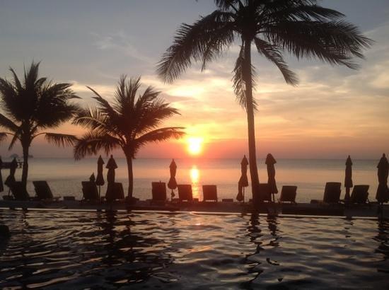 InterContinental Samui Baan Taling Ngam Resort: view from beach pool