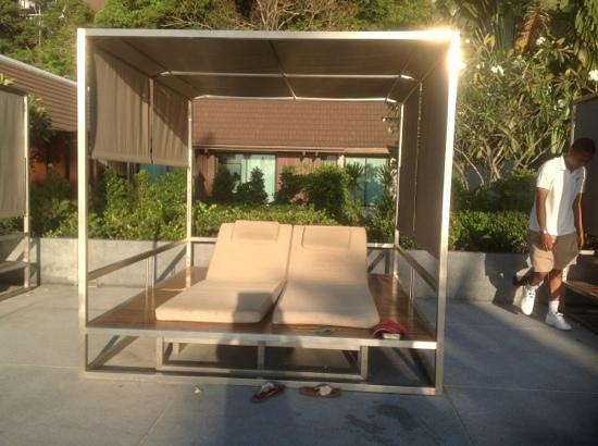 InterContinental Samui Baan Taling Ngam Resort: pool loungers