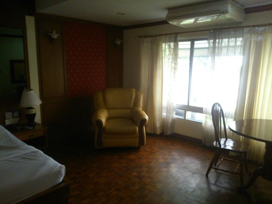 Royal Ivory Sukhumvit Nana By Compass Hospitality : Lot of day light..
