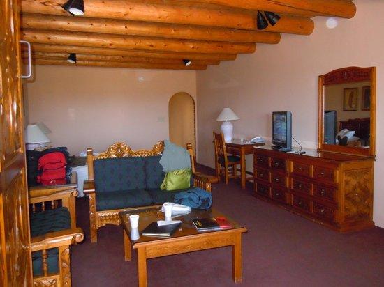 Sagebrush Inn & Suites : Suite room