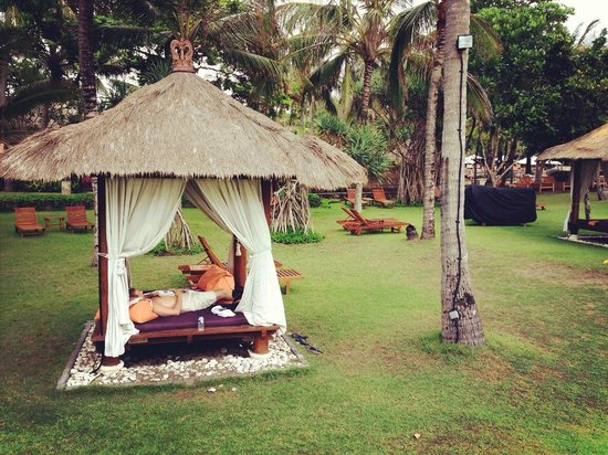 The Royal Beach Seminyak Bali - MGallery Collection : Lovely little huts to enjoy some quality time with your lover