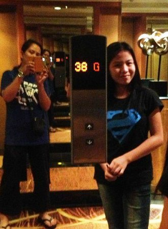 Eastwood Richmonde Hotel: Just along the elevator of the 38th floor...