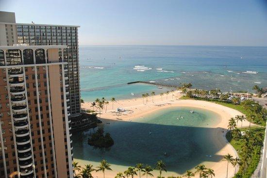 Ilikai Hotel & Luxury Suites: View from Balcony of room on 25th floor