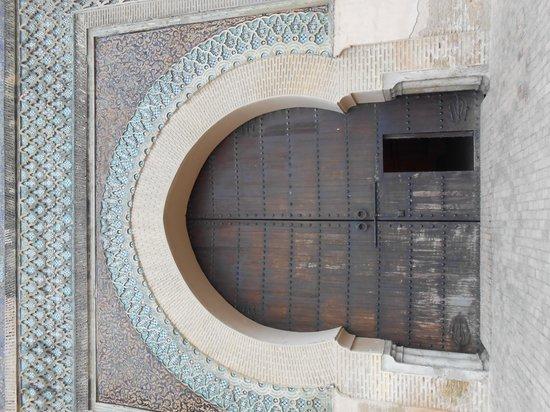 Bab Mansour Gate: 門は閉じられています
