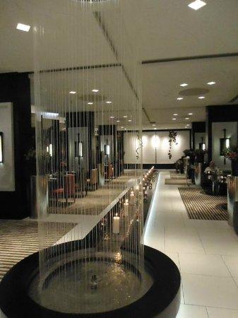 Sofitel Casablanca Tour Blanche: Trendy and beautiful lobby restaurant