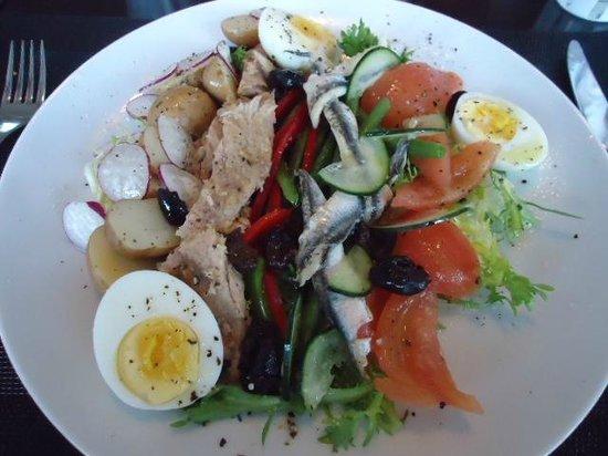 Sofitel Casablanca Tour Blanche: Salad Nicoise.