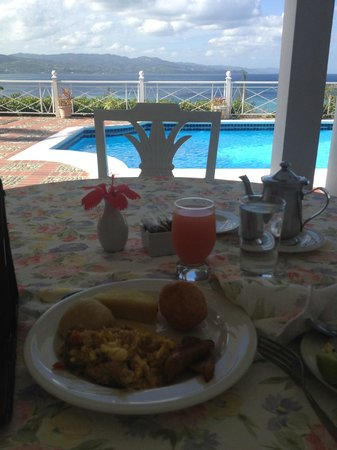 Polkerris Bed and Breakfast: This view was taken while eating breakfast