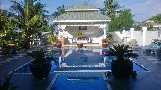 Le Bonheur Villa: Poolbereich