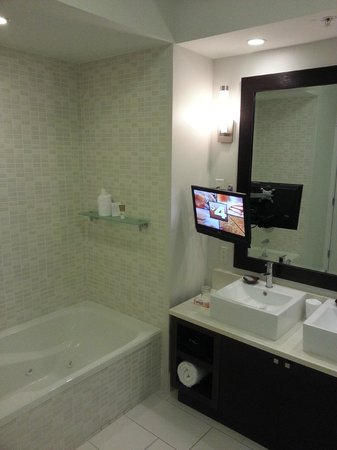 Provident Doral at The Blue Miami: Banheiro Suite