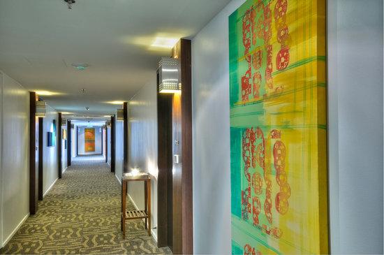 Triple Two Silom: Corridor