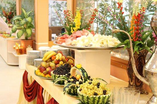 Merdem Restaurant   Ramadan Open Buffet (Fruits Table)