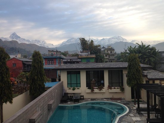 Atithi Resort & Spa: Mountain view from the hotel