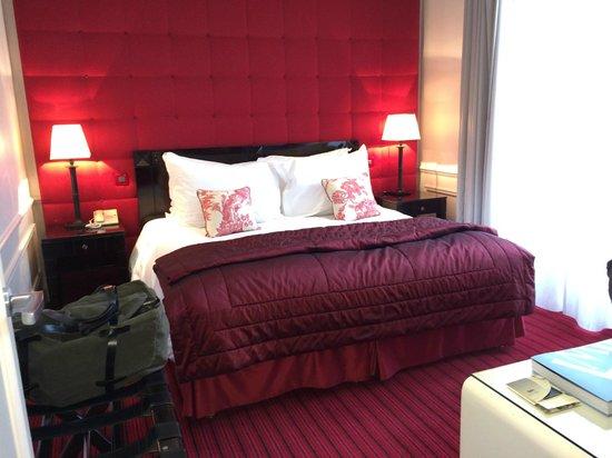Hotel de Paris Monte-Carlo : Bed