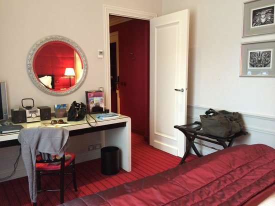 Hotel De Paris: Bedroom