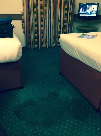 Ramada Oxford: Wet carpet stain requiring a towel to cover it