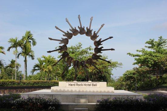 Hard Rock Hotel Bali : Halaman Hard Rock Hotel
