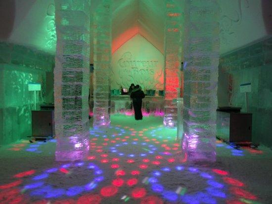 Hotel de Glace: Le bar et son light show