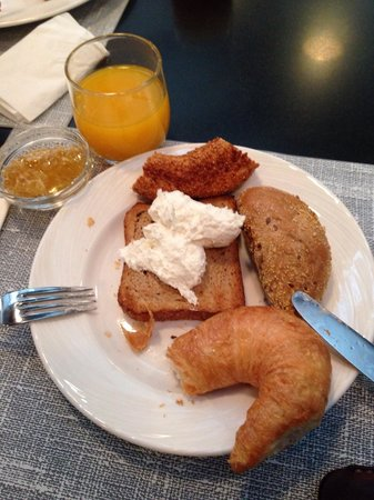 Radisson Blu Hotel, Istanbul Pera: Breakfast. Natural Honey from the farm.