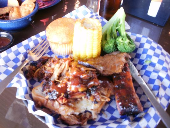 Famous Dave's: Fantastic Food