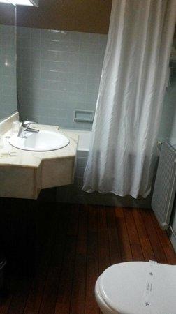 Hôtel les Vagues : sdb chambre 337
