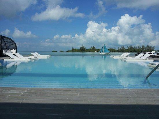 Mayan Islands Resort: Pool Area