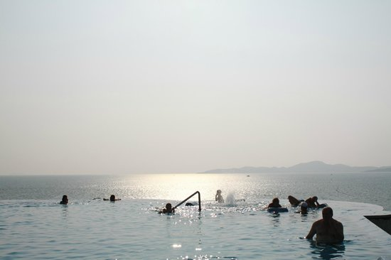 Royal Cliff Beach Hotel : The infinity pool