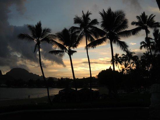 Marriott's Kaua'i Beach Club: Sunset from the beach area
